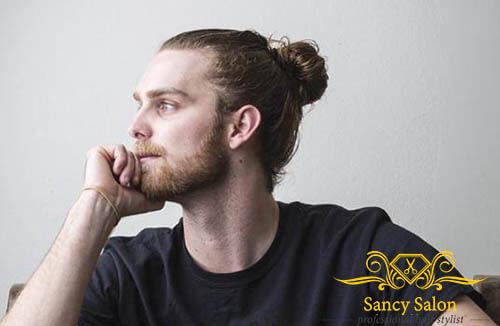 Nếu là một chàng trai thích để tóc dài thì kiểu bun man này là lựa chọn số 1 cho bạn