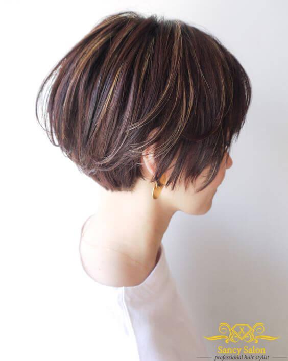 Kiểu nhuộm light vàng nhẹ nhàng trên tóc đen này sẽ không quá nổi bật, phù hợp cho cả người đi học và đi làm