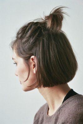 tóc ngắn búi nửa đầu đến trường.