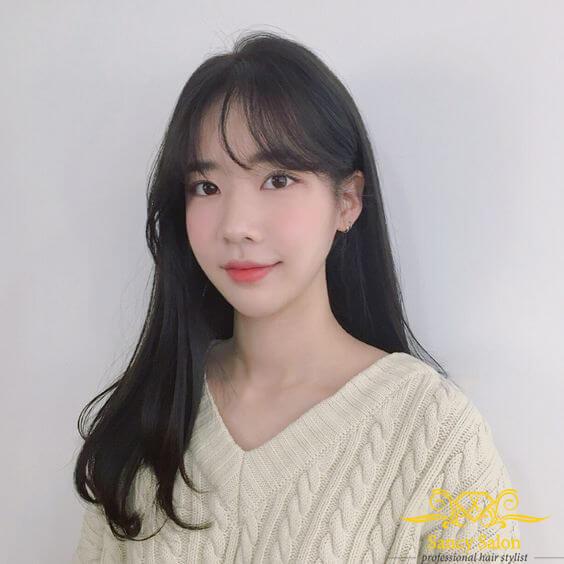Tóc xoăn đuôi nhẹ mái thưa Hàn Quốc rất ngọt ngào và yêu kiều