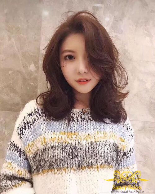 Tóc ngang vai uốn xoăn phong cách Hàn Quốc